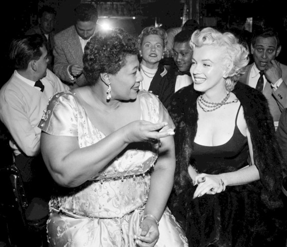 Ella_Fitzgerald_and_Marilyn_Monroe_at_Tiffany_Club_1954+1